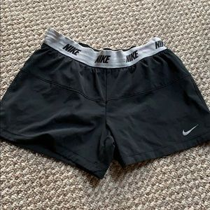 Nike kids M running shorts black